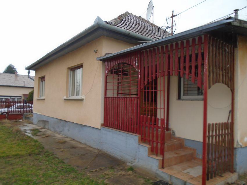 Maglód városközpontjához közel,csendes környezetben eladó egy családi ház!