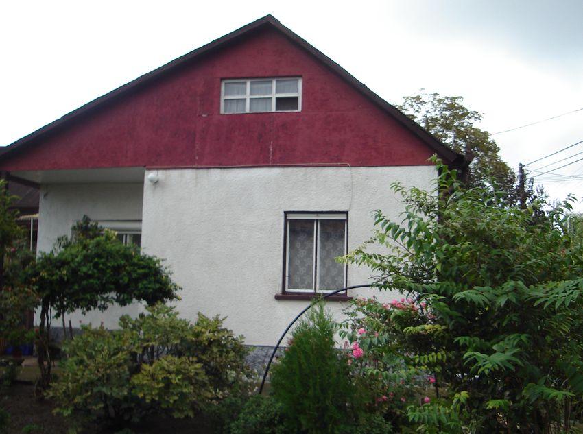 Maglódon családi házas övezetben eladó egy 90 nm-es 4 szobás családi ház garázzsal, 846 nm telekkel.