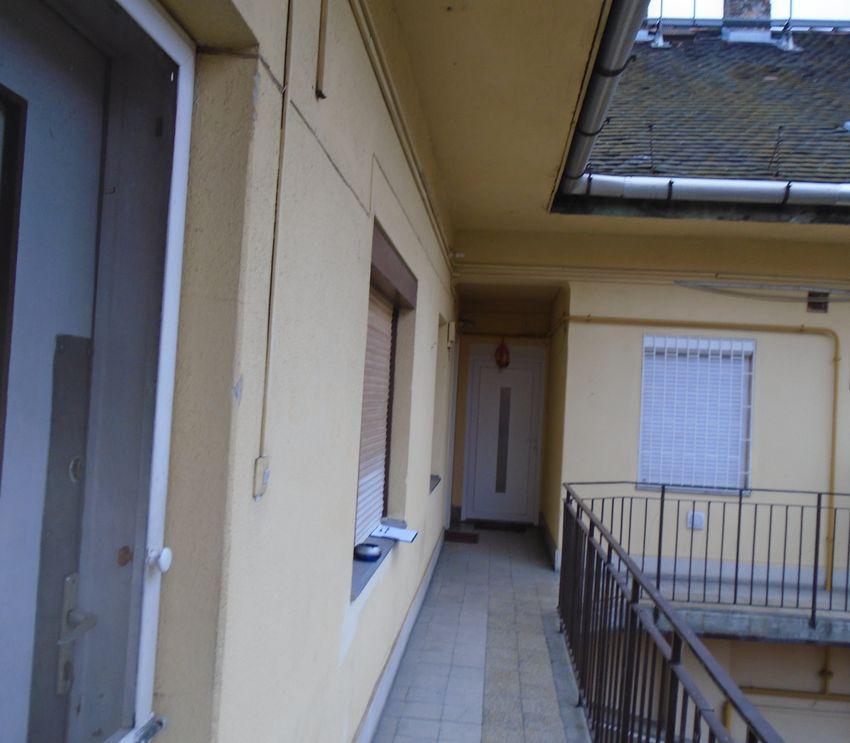 Budapest X.kerületében felújított kis lakás eladó!