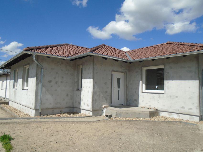 Gyömrőn,csendes környezetben eladó egy új építésű,földszintes családi ház!