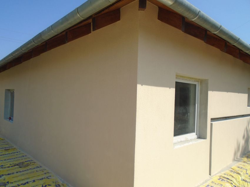 Gyömrőn, családi házak között eladó egy TELJESEN felújított, újszerű,önálló családi ház!