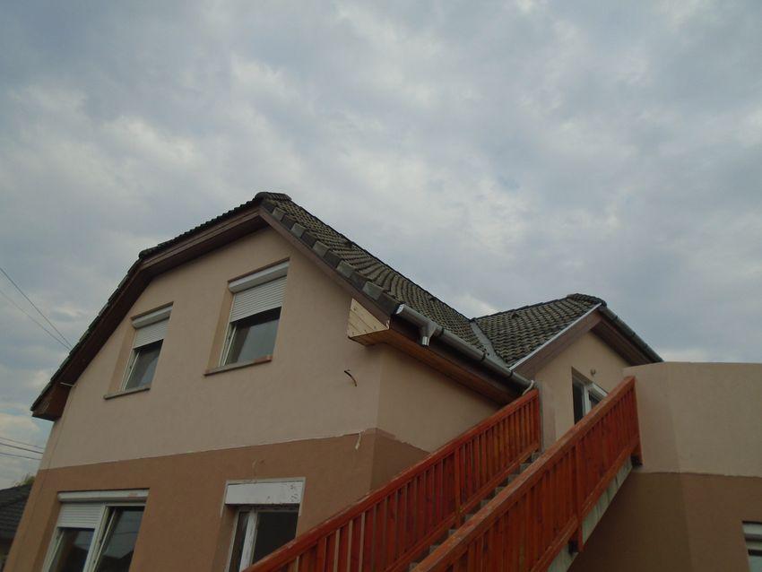 Maglód egyik új építésű, barátságos,kellemes környezetben eladó egy felújított,emeleti lakás!
