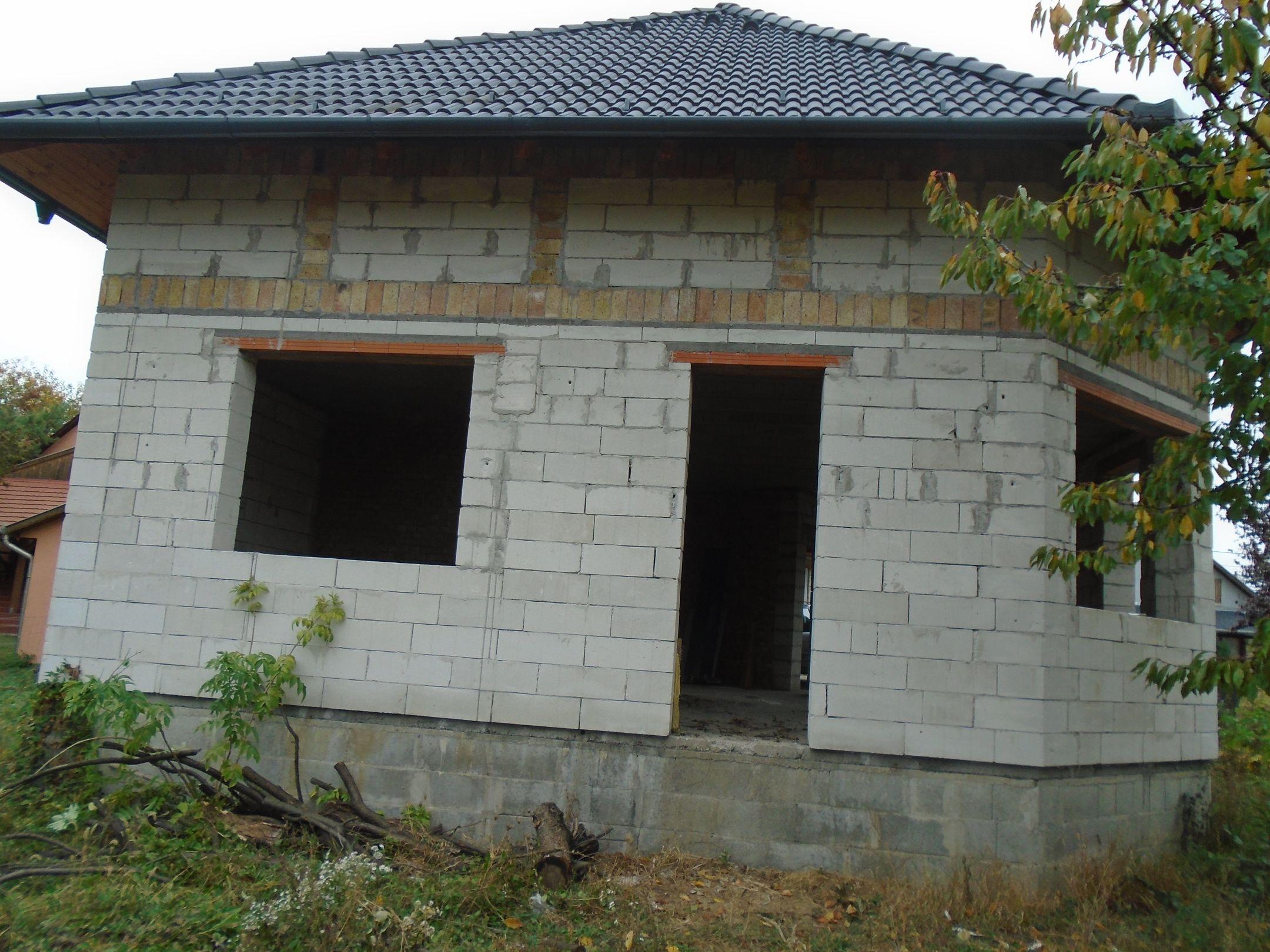 SZERKEZETKÉSZ, ytongból épült családi ház eladó!