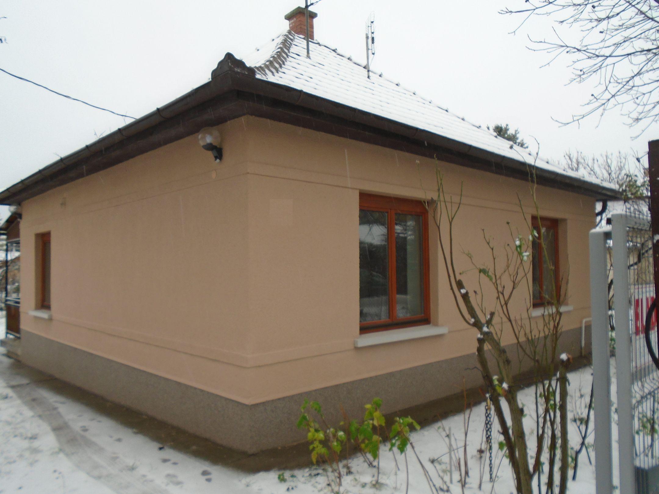 Maglód központjához közel,családi házak között jó közlekedéssel felújított családi ház eladó!