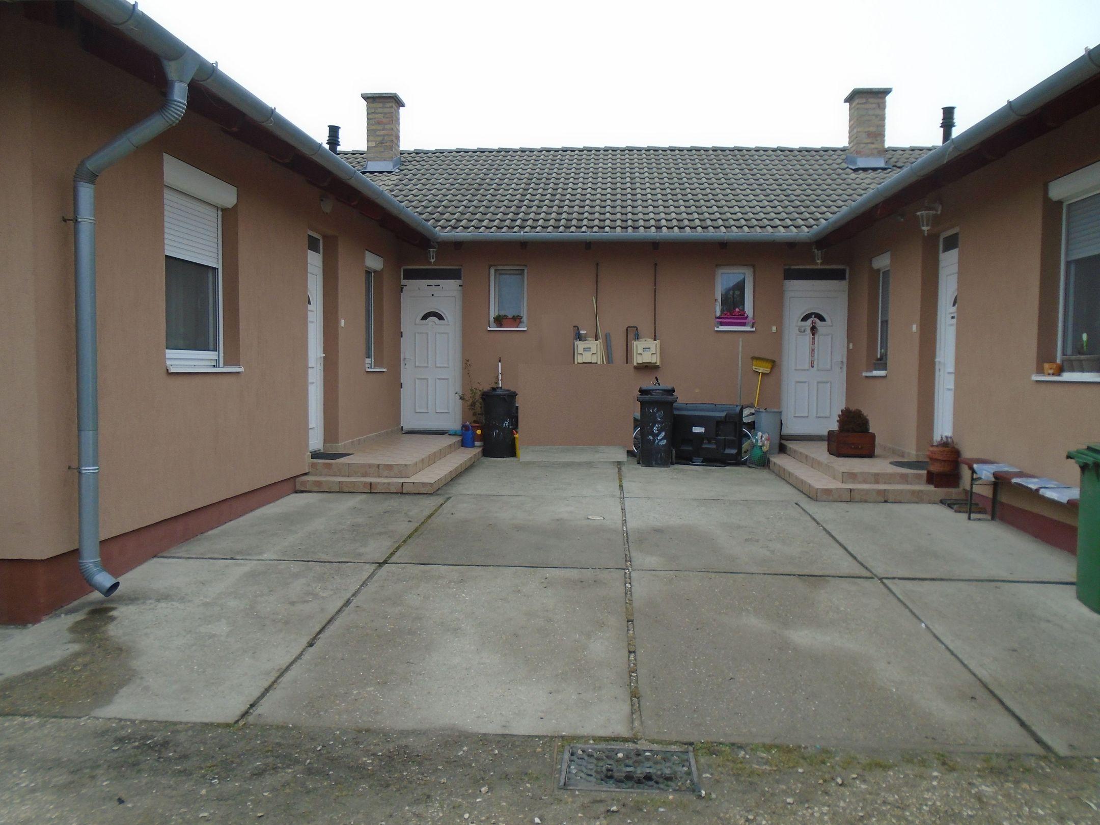 Gyömrőn,családi házas környezetben,nyugodt utcában újszerű,jó állapotú sorházi lakás eladó!