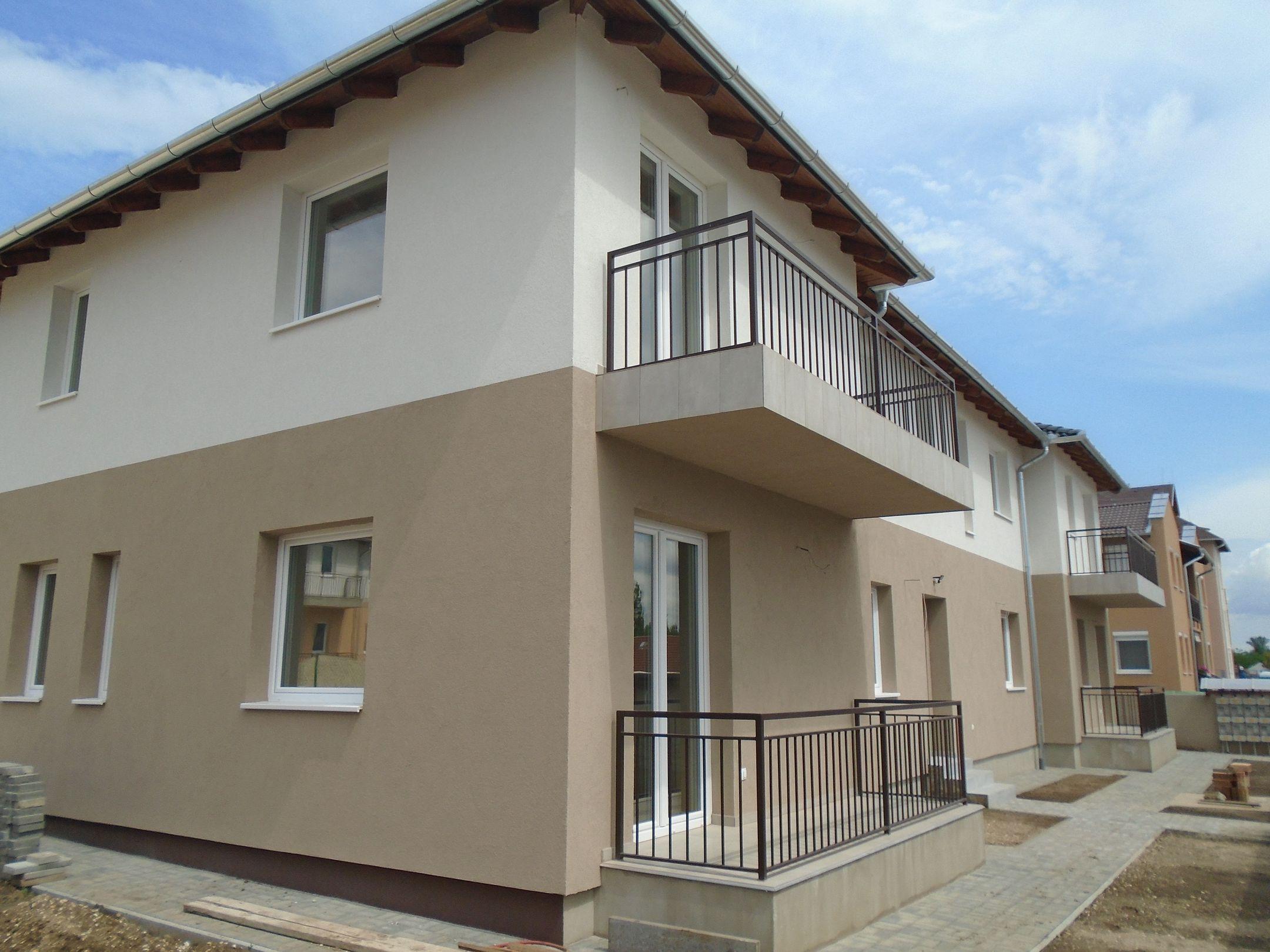Gyömrő központjához közel,családi házak között,új építésű társasházi lakás eladó!