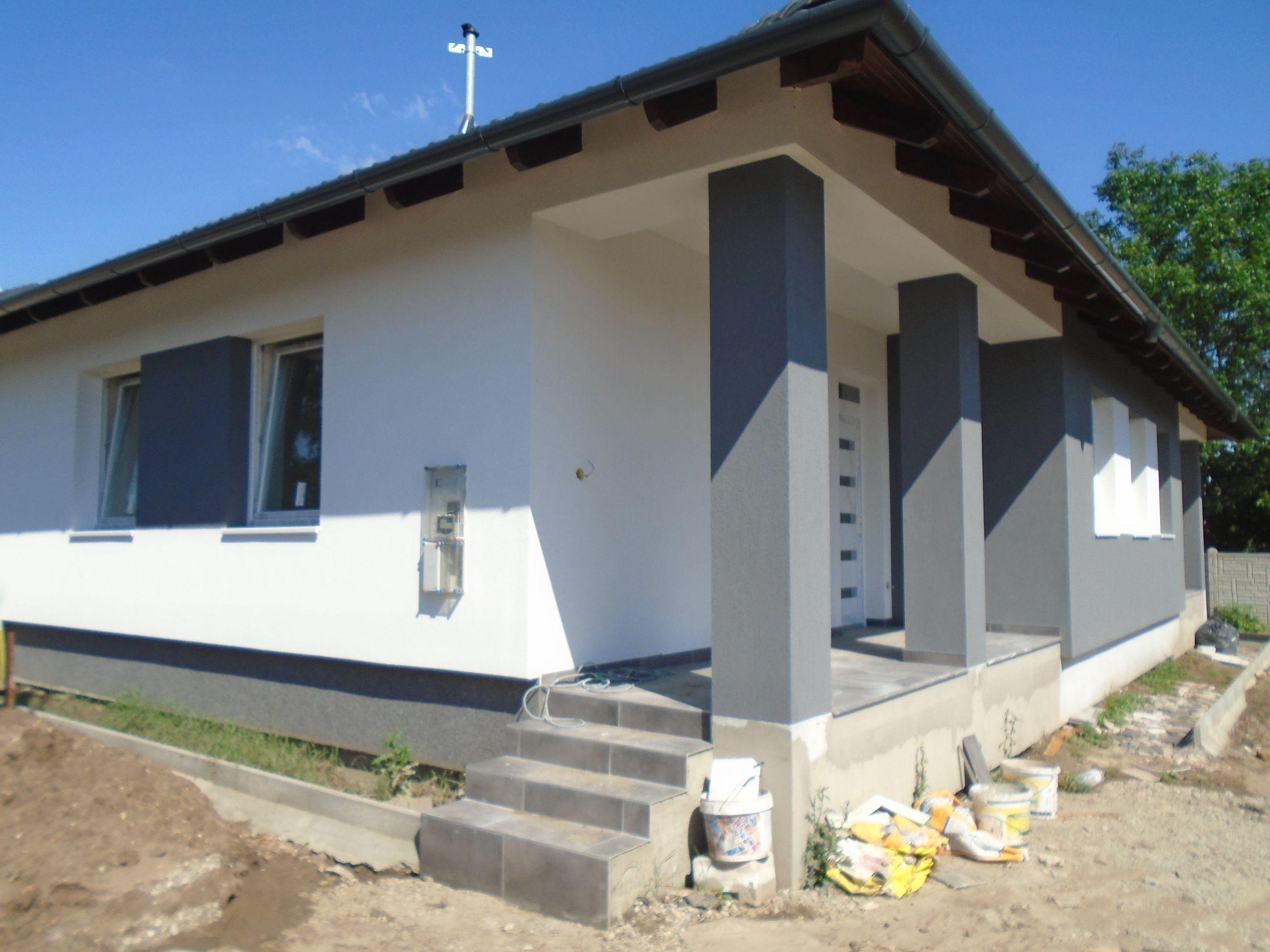 Gyömrő egyik új építésű részén,kellemes környezetben eladó egy földszintes,új építésű családi ház.