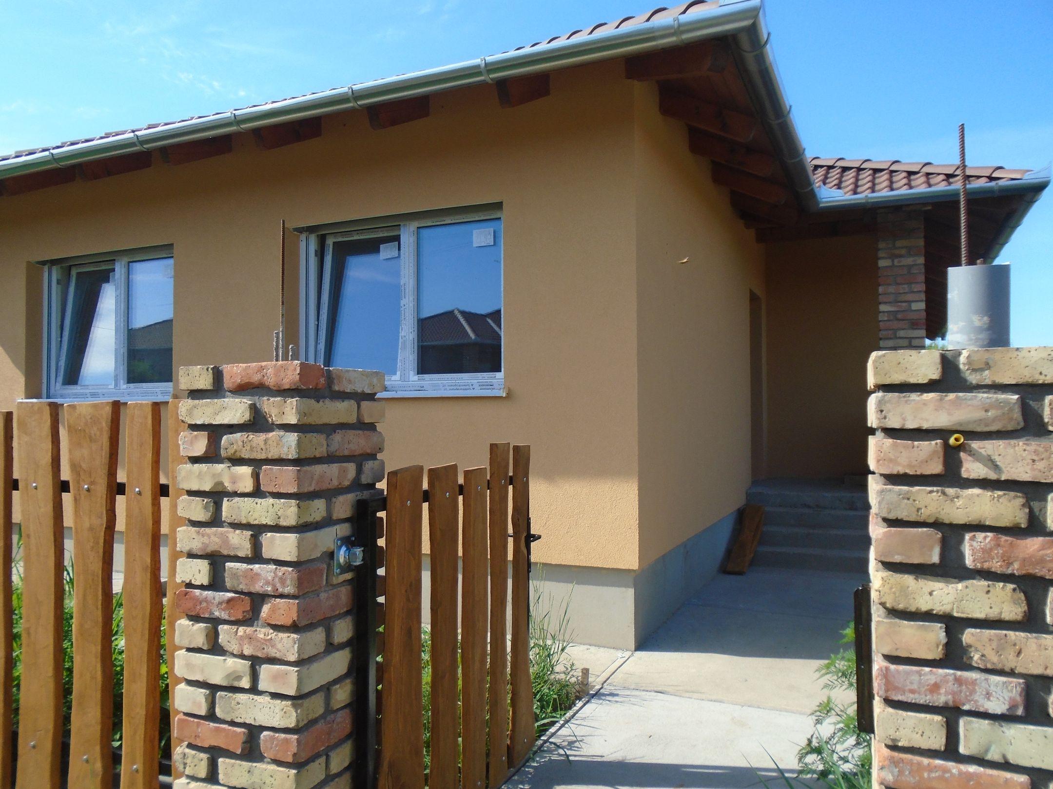 Gyömrő egyik igényes mini lakóparkjában,közel a városközponthoz,családias környezetben eladó egy azonnal költözhető új építésű családi ház!