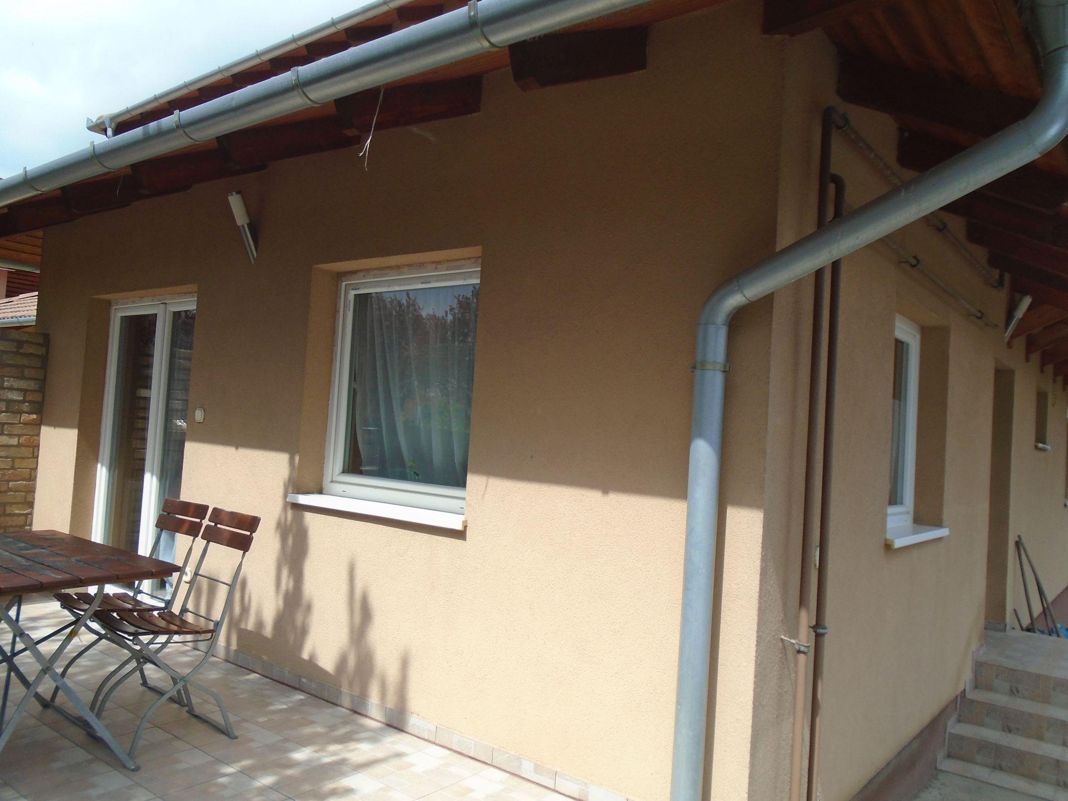 Gyömrő egyik mini lakóparkjában eladó egy újszerű társasházi,földszinti lakás