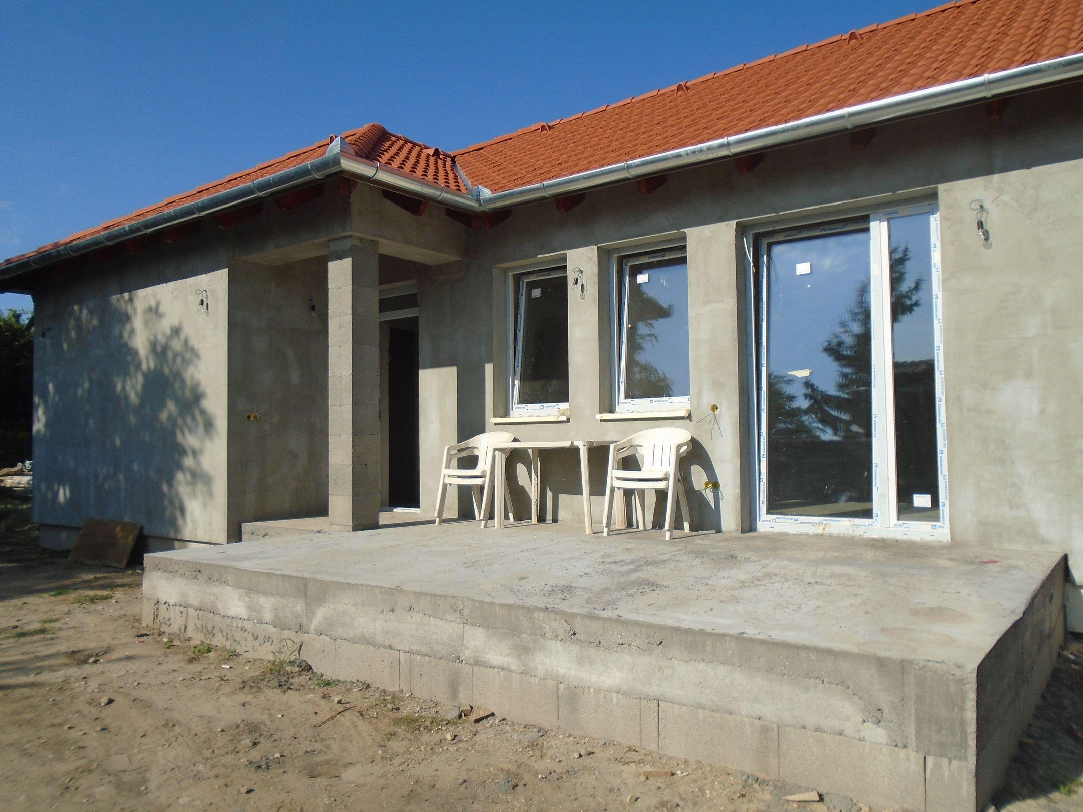 Gyömrőn,családi házak között egy kis zsákutcában,igényesen kivitelezett,új építésű ikerlakás eladó!