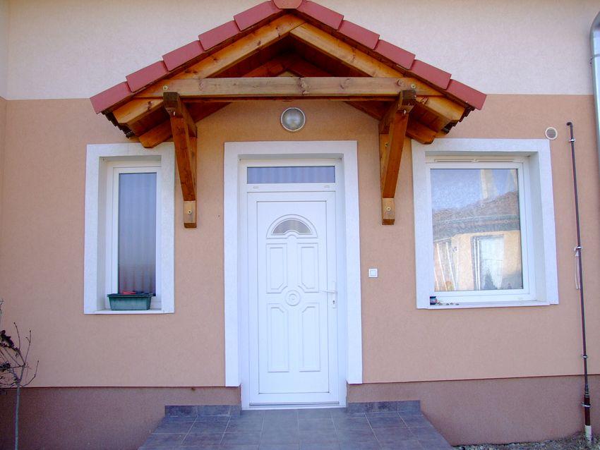4 lakásos,újszerű társasházban 68 m2-s,2 szobás,tetőtér beépítéses,jó állapotú lakás