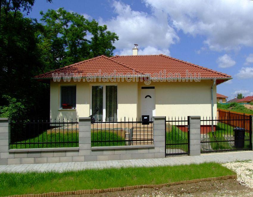 Új építésű,3szoba+nappalis,330m2-s telekkel,önálló családi ház eladó.
